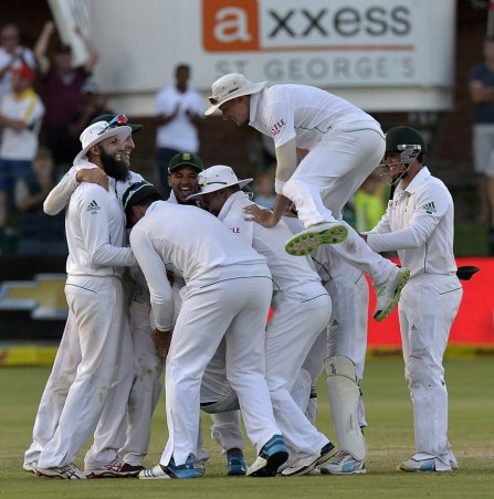 South Africa celebrates a crushing victory (Photo: ESPN Cricinfo/Getty Images)