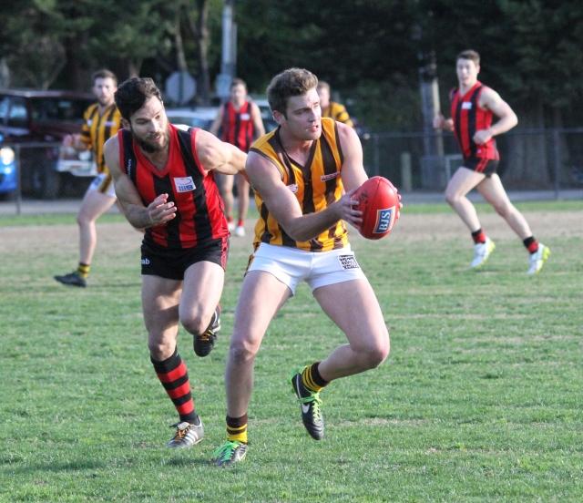 Rowville and Blackburn go head to head at Morton Park (photo: Davis Harrigan)