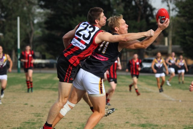 Leigh Williams pulls in the contested Mark from Blackburn's Michael Locco (photo: Davis Harrigan)