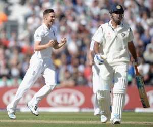 Woakes removes Dhoni; the scene tells all (photo: ESPN Cricinfo/Getty Images)