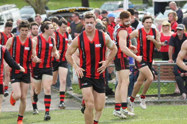 Blackburn players run out in the final v Balwyn, August 2014 (photo: Davis Harrigan)