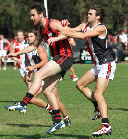 Max Otten (Blackburn) is pressured by his North Ringwood opponent (photo: Davis Harrigan)