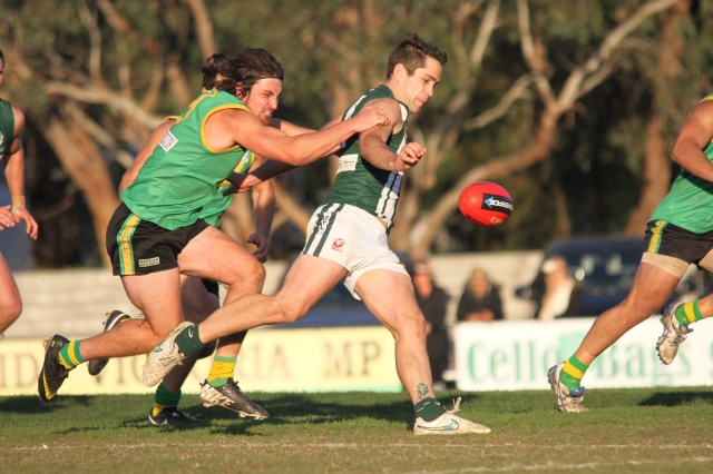 Wantirna South stopped in their tracks by Bayswater (photo: Davis Harrigan)
