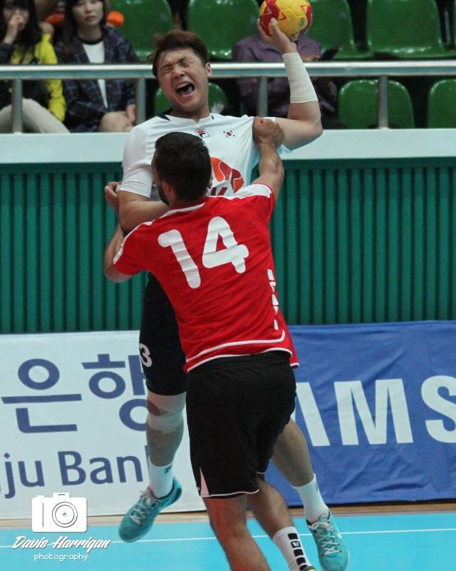 Korea and Switzerland head to head in the handball bronze medal match (photo: Davis Harrigan)